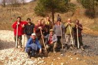 Skupina ktorá upravovala odstavnú plochu rozprestretím MAKADAMU