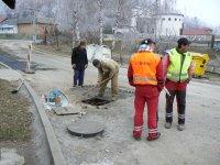 Oprava asfaltového povrchu cesty si vyžiadalo opravu výšky HYDRANTOV, kanálových vpustí a kanálových poklopov