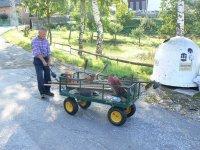 Neoceniteľný pomocník pána Ondreja Balúcha je tento štvorkolesový vozík zakúpený na jar 2011