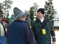 Štefánsky výstup 26.12.2011 -  zástupca starostu obce Vojkovce p. Roman Onderčin si gratuluje k výstupu s p. Kandrikom Jánom