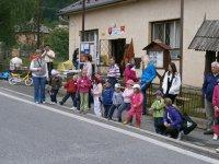 MDD 2013 v obci Vojkovce - deti nastupujú ku súťažiam