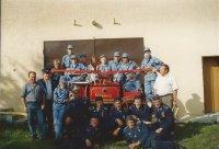 Skupinová fotka pri opravenej striekačke 1993