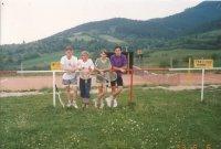 Fotka pri tenisovom ihrisku 1993