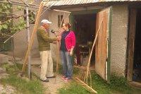 Redaktorka Martina Bačová pri rozhovore s výrobcom náradia pánom Ladislavom Gmucom