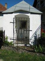 Kaplnka postavená pri ceste do Sp. Vlách, ktorú po uzdravení z ťažkej choroby dala postaviť Tobisová M.