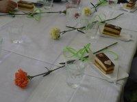 Oslava DM 2015, každú ženu čakalo okrem programu detí a kvietka aj sladké potešenie v podobe koláčika so srdiečkom ku káve.
