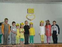 Oslava DM 2015 vystúpenie detí ZŠ a MŠ