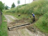 Výstavba odrážok vody v lokalite DOLINA počas júna 2011 maju slúžiť ku ochrane pred prívalovou vodou do ulice v Doline