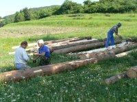 Maj 2011 príprava dreva na vybudovanie mostíka v lokalite DOLINA